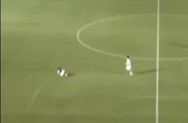 Caida Defensor futbol Japones