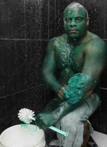 Se pinto de verde para ser Hulk y ahora no sale la pintura Hulk-219x300