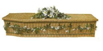 Asiste a su propio funeral
