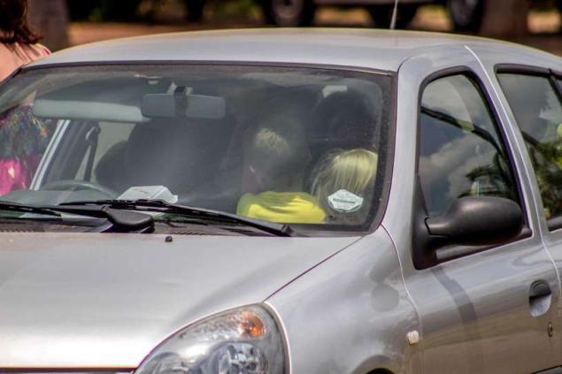 niños en auto03