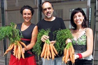 El Teatro de Bescano vende zanahoria en lugar de entradas
