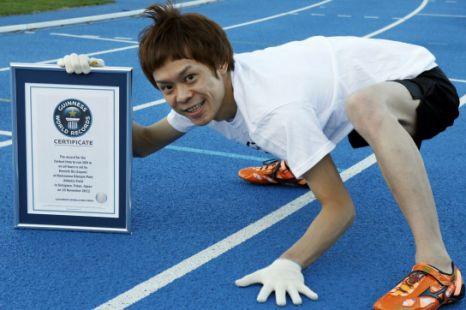 Kenichi Ito record en 100 metros en cuatro patas