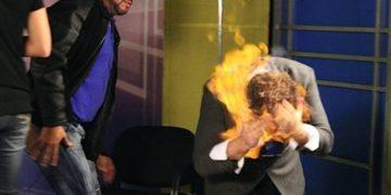 ilusionista Wayne Houchin se prende fuego