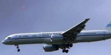 Avión Presidencial Argentino escoltado por un OVNI