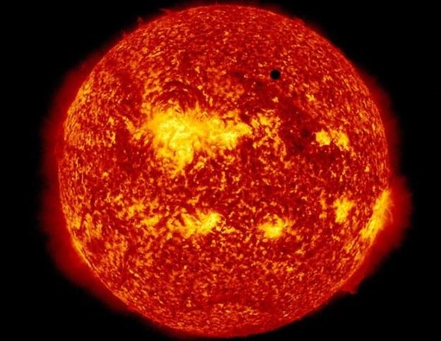 Venus transita por el Sol