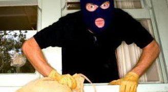 Ladrón se olvida a su hija en la casa que asalto