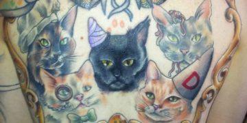 tatua sus gatos en la espalda