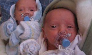 Mujer da a luz a dos pares de gemelos idénticos