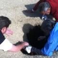 Golfista es tragado por la tierra en el hoyo 14