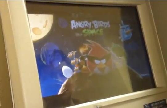 Hackea un cajero autom tico para jugar a los angry birds for Ingresar dinero cajero abanca