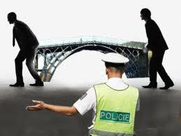 Se roban un puente