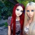 Barbie humana y niña anime se convirtieron en mejores amigas