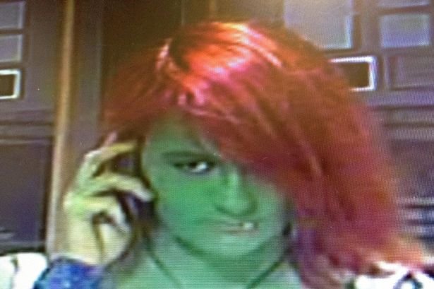 La policía Británica busca al Increíble Hulk, en versión femenina