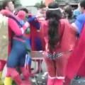 Superheroes se pelean