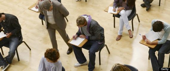 Da el examen por su hija