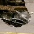 vehiculo cae en pozo