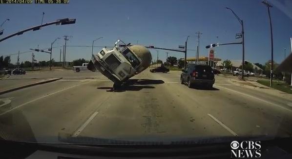 camion impacta auto
