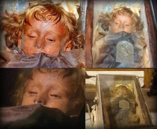 Rosalía, niña momificada hace 94 años abre y cierra los ojos