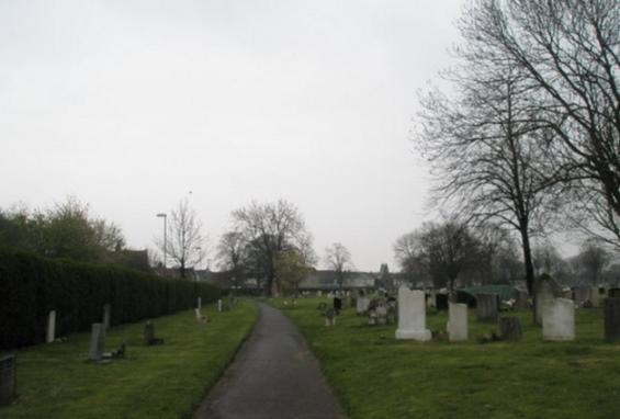 Arrestan a un fantasma en el cementerio de Kingston