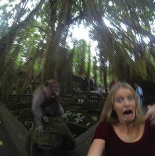selfie con mono 04