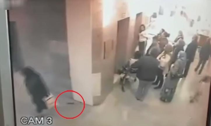 mujer defeca en hospital