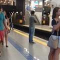 chicas en el metro