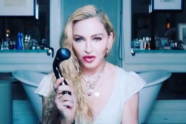 Madonna vende rodillo facial, pero la gente se confunde