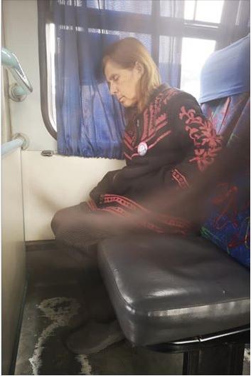 mario-y-friesa-en-el-bus