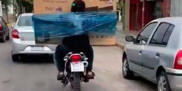 moto-embalado-televisor