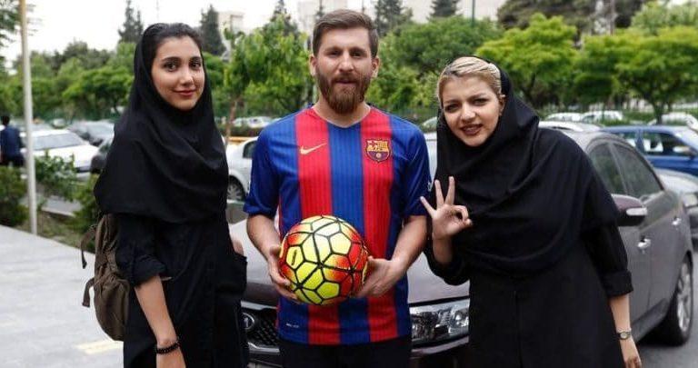 Se hace pasar por Messi para intimar con chicas