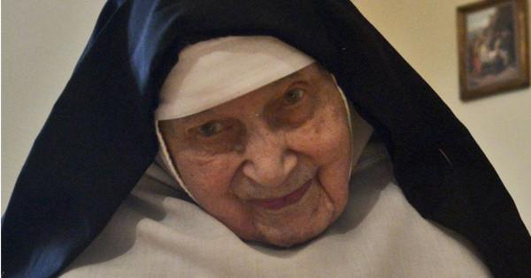 Monja de 91 años subasta virginidad para reconstruir la catedral de Notre-Dame