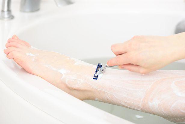 Jefe le pide a su empleada que se afeite las piernas porque es antihigiénico
