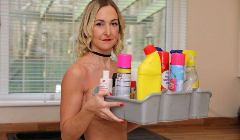 Gana más de 100 dólares por hora después de comenzar su propio servicio de limpieza desnuda
