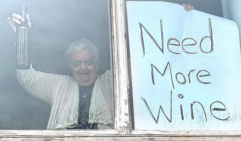 Abuela de 82 años necesita más vino para su cuarentena
