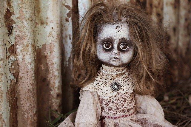 Una extraña muñeca que habla y no tiene pilas