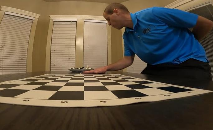 Arma un tablero de ajedrez en 30 segundos y bate récord Guinness