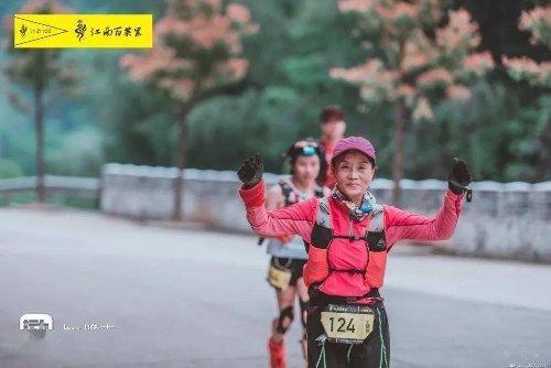 Una jubilada alcanza las 100 maratones